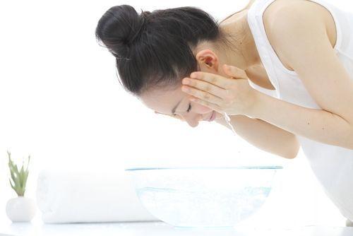 毛穴ケアにおすすめの【クレイ洗顔】!種類や選び方&使用頻度を紹介