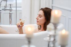 お風呂時間をさらに癒しに♡自宅でできるカンタン頭皮マッサージ