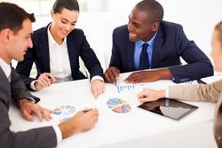 職場恋愛する男性心理とは?男性が社内で惹かれる女性の特徴