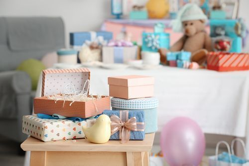 出産祝いのお返しを贈る時期は?正しいタイミングと基本マナーを確認